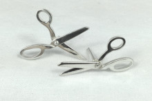 Scissor stud earrings