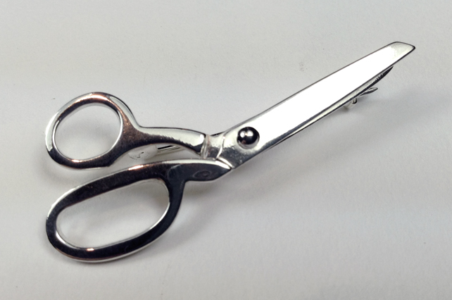 Dressmakers scissors brooch
