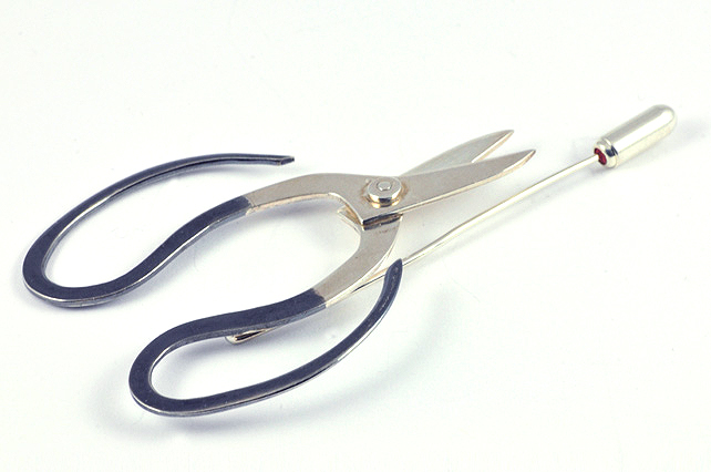 Bonsai scissors brooch